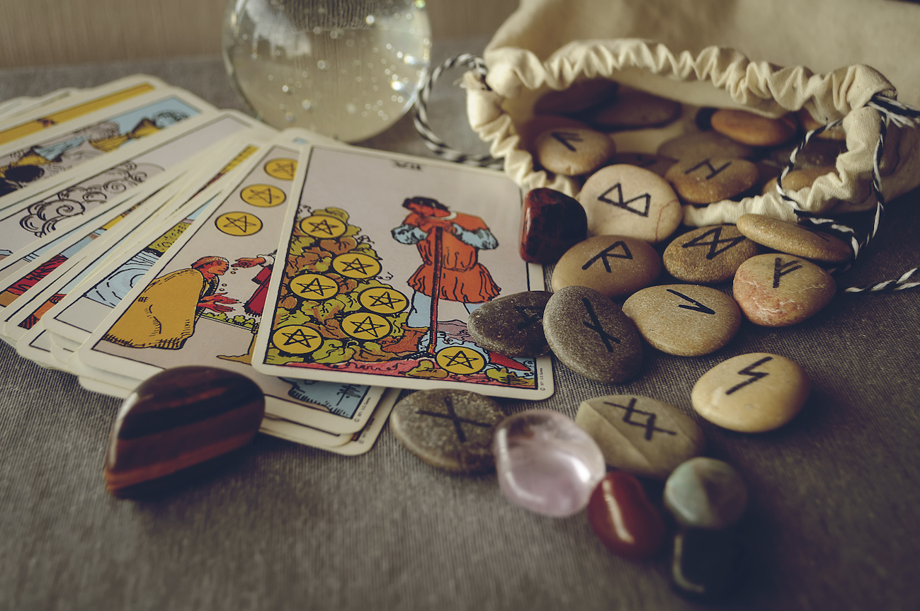 tarocchi e rune intramundi
