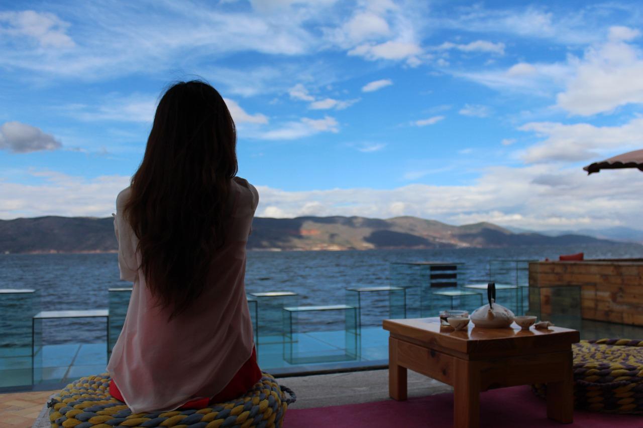 meditazione donna intramundi